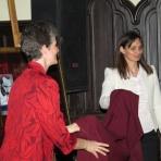 Répás Zsuzsanna helyettes államtitkár asszony és Lagerné Victor Katalin igazgató asszony leleplezi Orgoványi Anikó festményét, melyet József Attila Április 11. c. verse ihletett ()